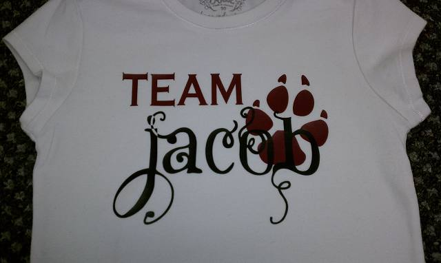 Paw Print,Team Jacob,clipart,lineart,line art,t-shirt,t-shrits,tee shrits,designs,silk,screen,teeshirts, screen-printing,embroidery,logo,mascot,I have sever nieces that are Team Jacob members. They loved them!,,St. Clair Shores,MI,48080
